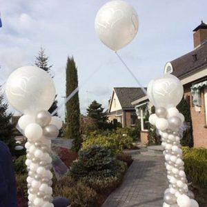 pilaren zilver en wit met topballon bruiloft in nieuwegein